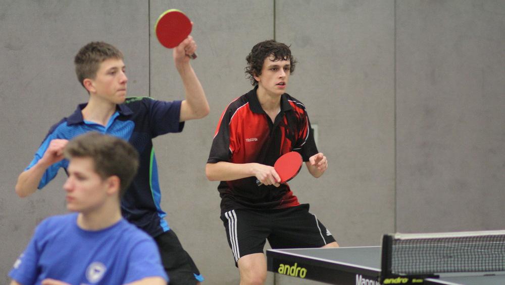 Mike und Jonas Geist (Borsig) als zusammengelostes Doppel spielten richtig tolles Tischtennis, mussten sich aber Golparvaran-Tehrani und Nadolczak nach fünf Sätzen geschlagen geben