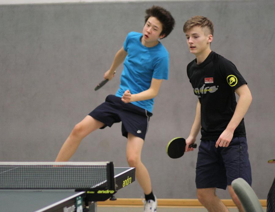 Robin und Martin zeigten gute Leistungen im Doppel, auch wenn es nicht immer elegant aussah, ...