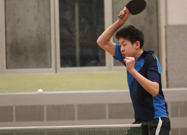 Martin Xu, neben der Jungenmannschaft auch in der 1. Mannschaft fester Spieler, erspielte bei den Herren in der Rückrunde eine 11:3-Bilanz.