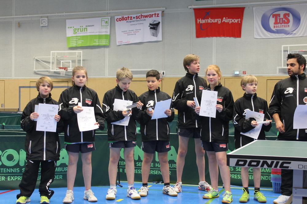 Berliner Team beim B/C-Länderpokal 2015 (von links): J.Ploenies (Rudow), A.Thiburra (LSC), Y.Sprengel (Hertha), A. Janz (SCC), B.Voßküler (SCC), S.Krüger (Borussia Sp.), J. Mathe (STTK), Landestrainer F. Schmidt-Arndt (Foto: Thiburra)