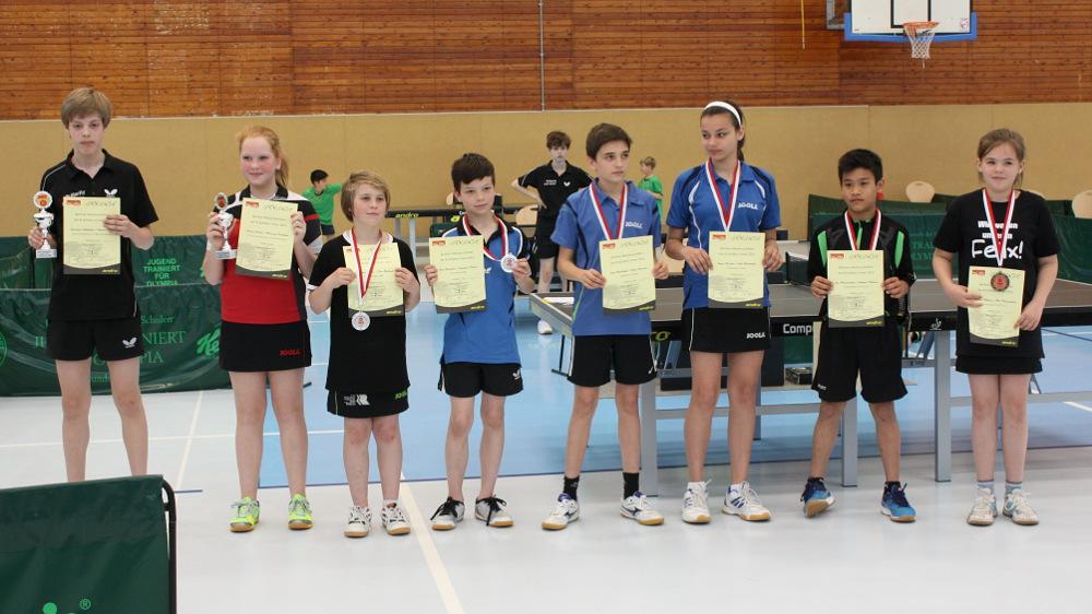 Siegerehrung Mixed (von links): 1. Platz B. Voßkühler(SCC)/S. Krüger (Borussia Sp.), 2. Platz J. Plonies/F. Reckwald (beide Rudow), 3. Platz C. Wachshofer/F. Fleischer (beide KSVA) und Phaensombun P./Thiburra A. (beide LSC)