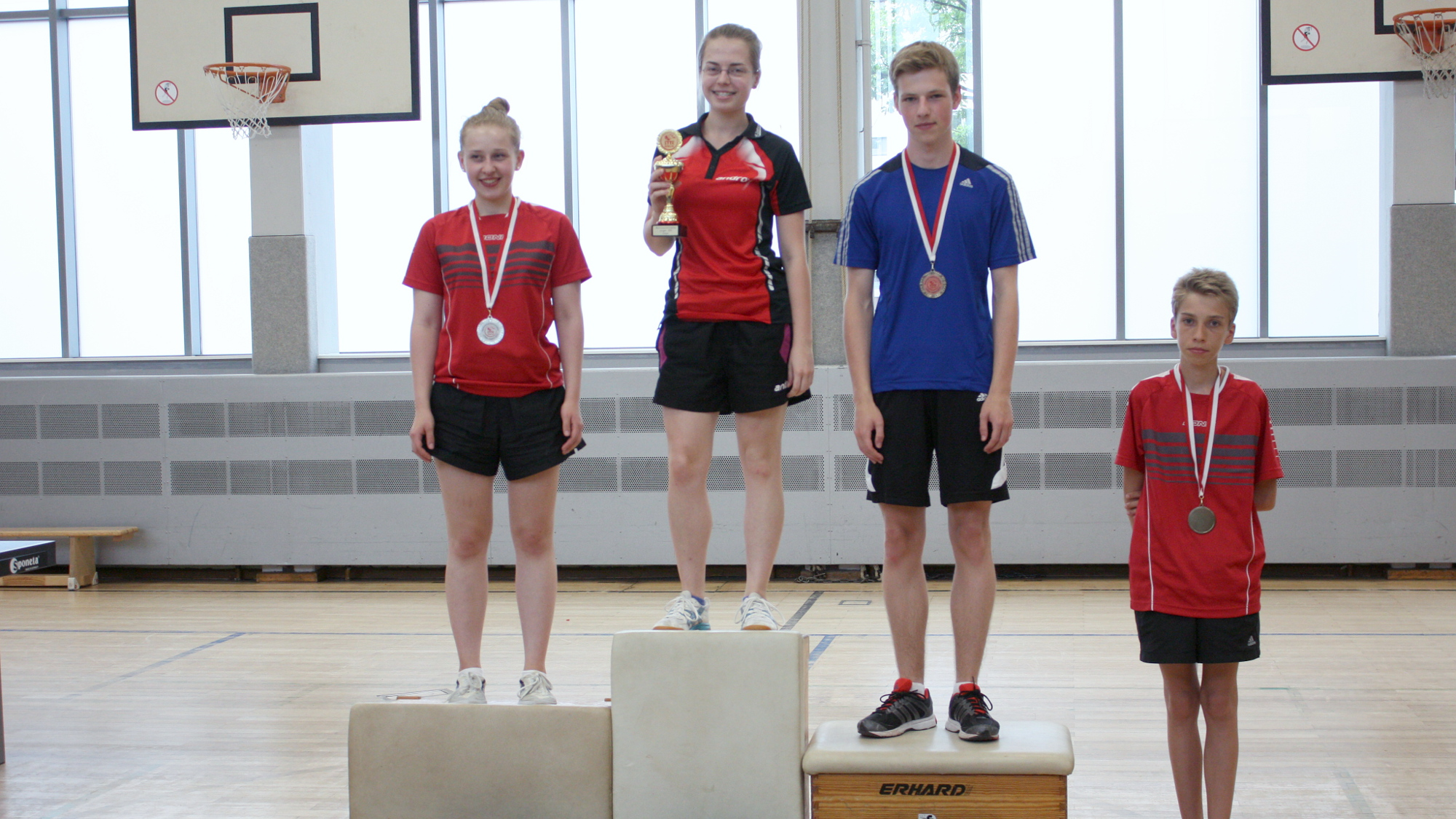 Das Siegertreppchen der Jugend: 1. Platz: Svenja, 2. Platz: Sophie, 3. Platz: Jonas. Außerdem der stärkste A-Schüler: Ludwig.