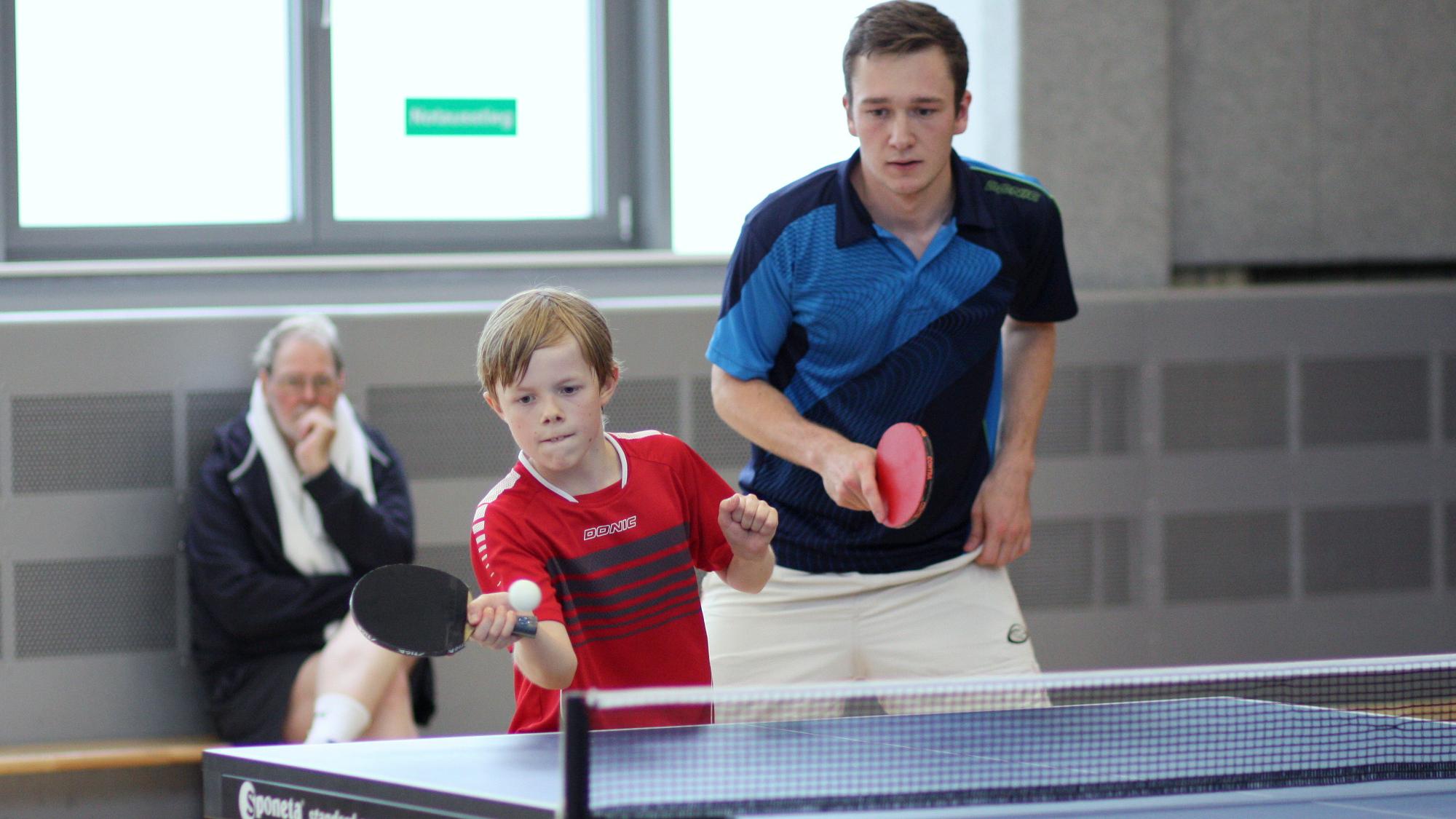 Nach überstandener erster Runde mussten Jan (links) und Alex den späterren Finalisten Domenik und Robin gratulieren