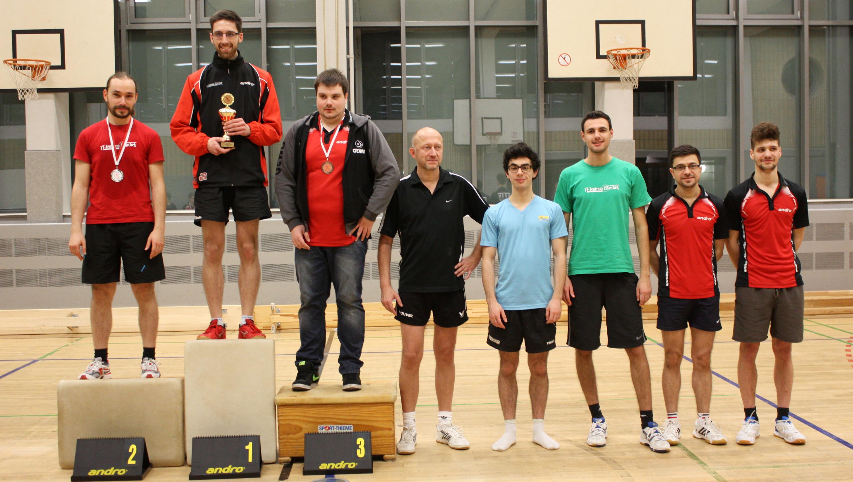 Siegerehrung Erwachsene (von links): 2. Platz Lennart, 1. Platz Felix, 3. Platz Domenik, 4. Platz Peter, 5. Platz Benedikt, 6. Platz Alen, 7. Platz Gaith, 8. Platz Nils