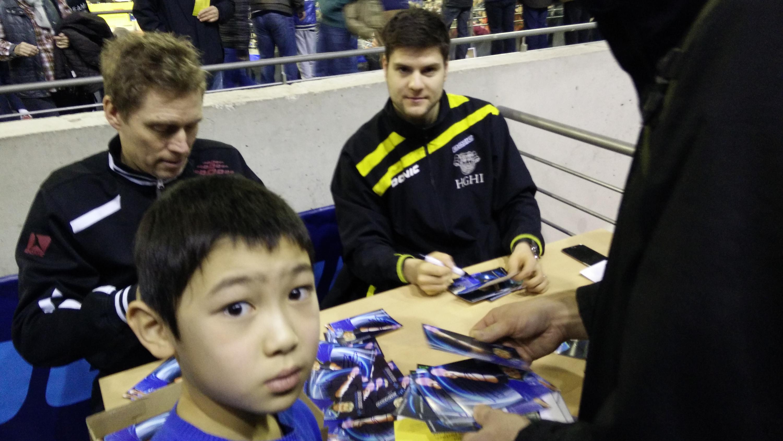 Ein tolles Erlebnis für Jiayu war die Autogrammstunde von Dimitrij Ovtcharov und Jörgen Persson. Trotzdem war für ihn das persönliche Highlight das Autogramm von Ma Long.