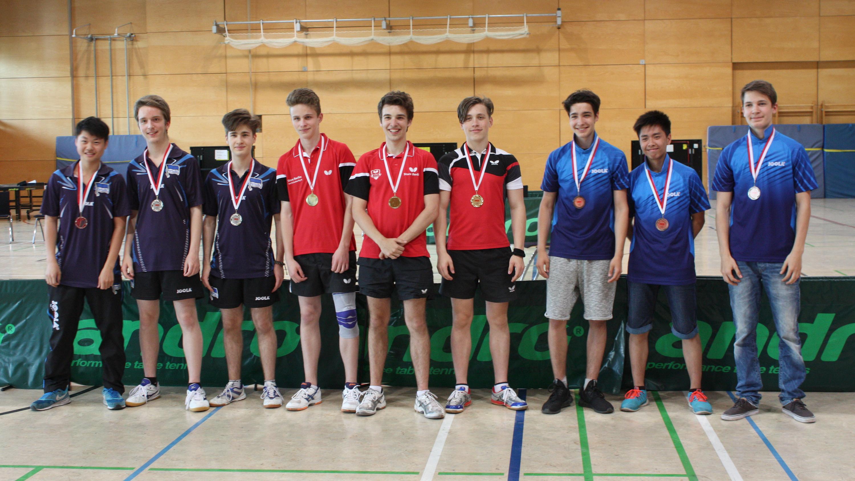 Siegerehrung Jungen: 1. Platz (Mitte): TTC Borussia Spandau, 2. Platz (links): Hertha BSC, 3. Platz (rechts): Köpenicker SV-Ajax - den 4. Platz belegte Köpenicker SV-Ajax II