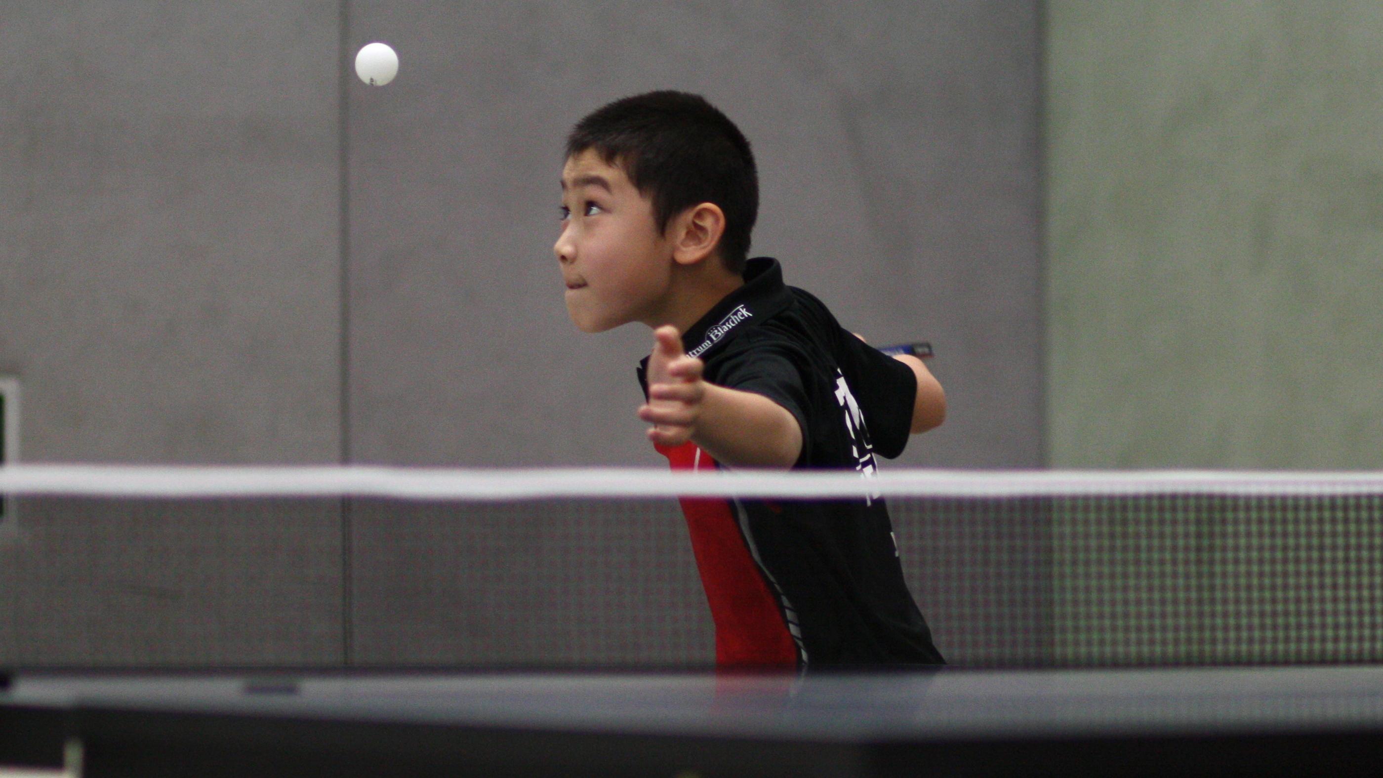 Nach nur einem Jahr Tischtennis zeigte Jiayu eine beeindruckende Leistung, sowohl im Einzel als auch im Doppel.