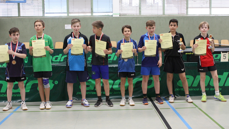 Siegerehrung B-Schüler-Doppel (von rechts): 1. Platz Jan Mathe / Jamil Kanan (STTK/Rotation), 2. Platz: Falk/Skrynnikov (KSVA), 3. Platz: Knorr/Schulwitz (Heiligensee), Friebe/Jaszczuk (Rudow/Hertha)
