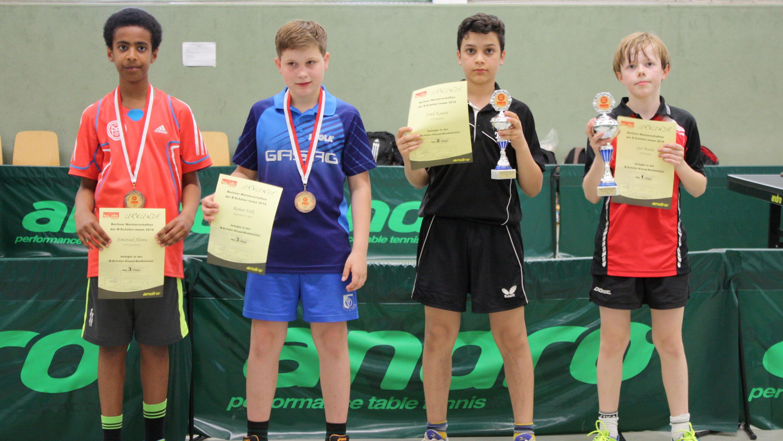 Siegerehrung B-Schüler Einzel (von rechts): 1. Platz: Jan Mathe (STTK), 2. Platz Jamil Kanan (Rotation), 3. Platz: Romeo Falk (KSVA), Emanuel Alemu (GuthsMuths)