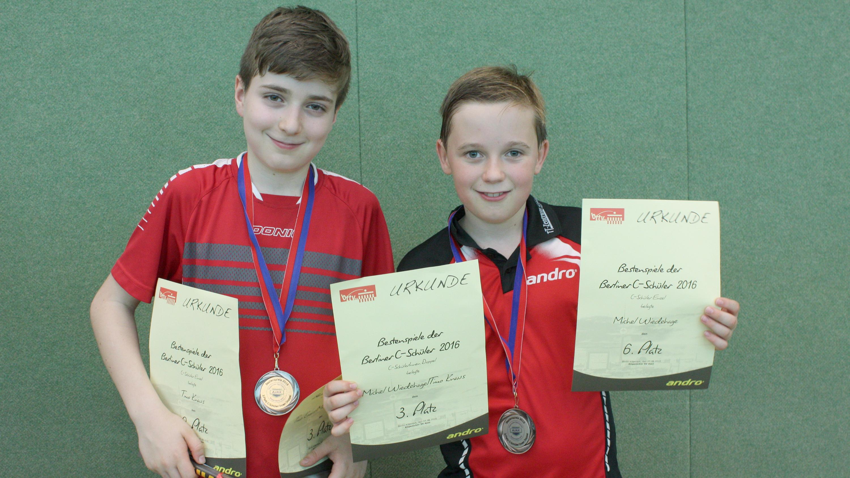 Die strahlenden Bronzemedaillengewinner Timo und MichelDie strahlenden Bronzemedaillengewinner Timo und Michel