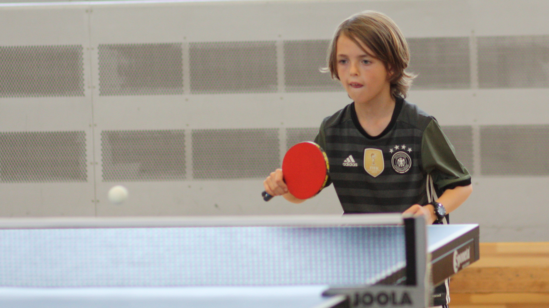 Gerade erst den Tischtennis-Schläger in die Hand genommen, zeigte Oscar schon sehr gute Ansätze, die ihn mit dem 2. Platz bei den Einsteigern belohnten.