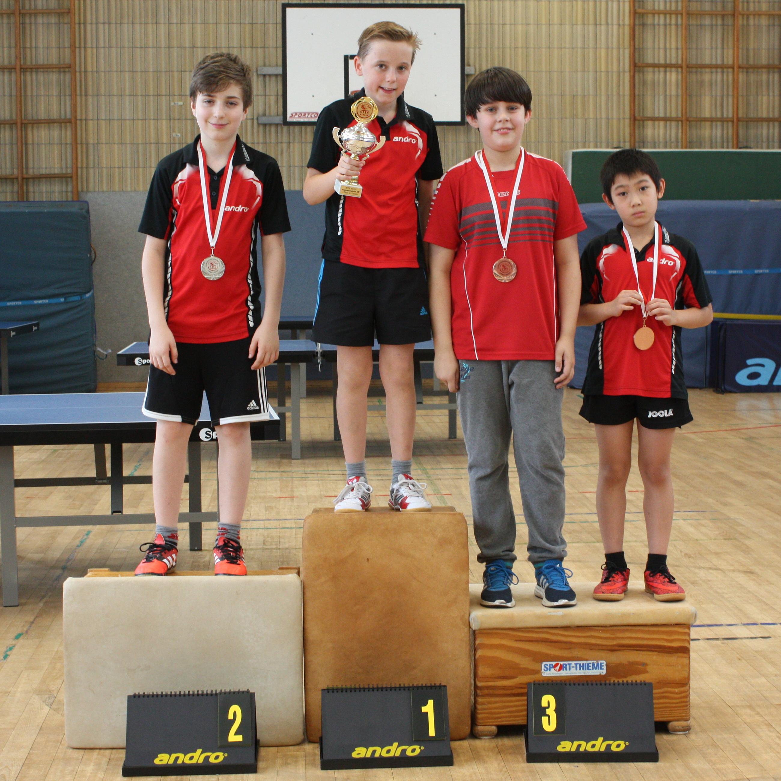 Siegerehrung C-Schüler: 1. Platz: Michel, 2. Platz: Timo, 3. Plätze: Fabian, Jiayu