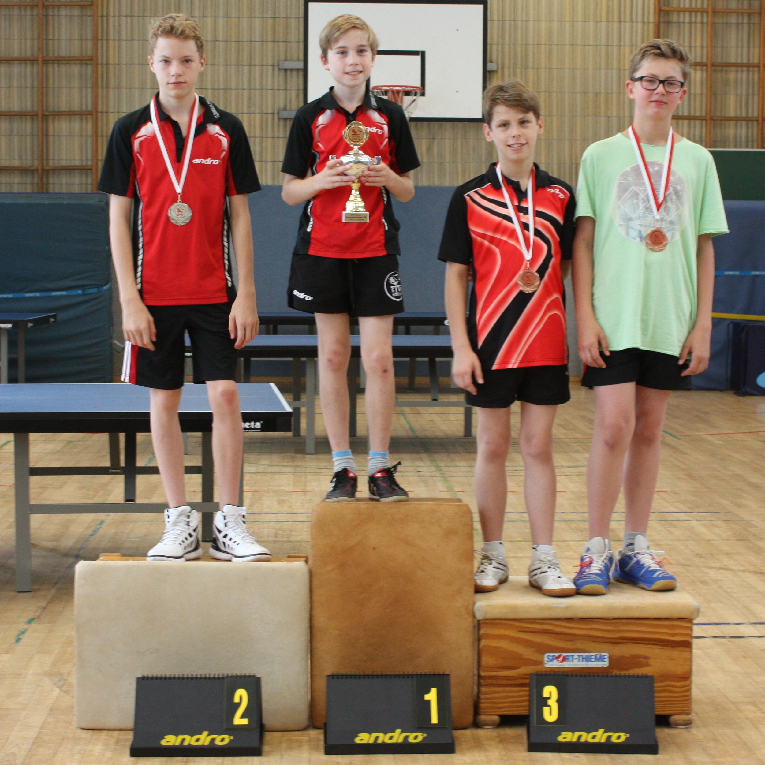 Siegerehrung A-Schüler: 1. Platz: Felix, 2. Platz: Marvin, 3. Plätze: Finn, Julien