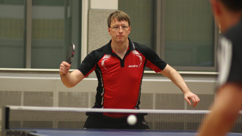 Thomas im Spiel gegen Omega TT Ostkreuz - erstes Einzel 3:0 gewonnen, im zweiten hauchdünn 16:18 im 5. Satz unterlegen