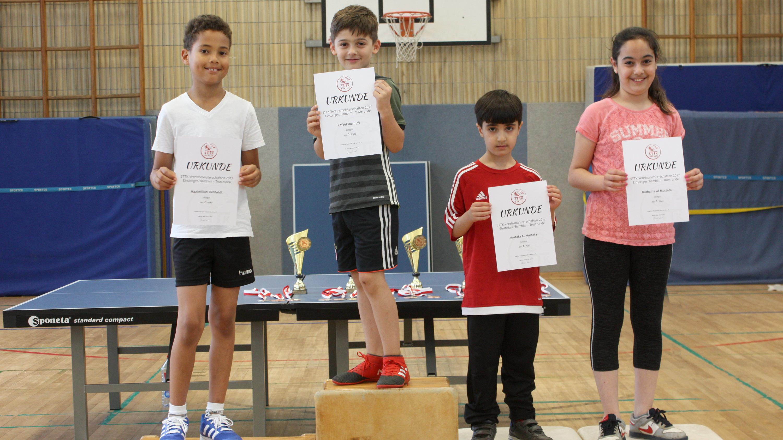 Siegerehrung Trostrunde Einsteiger: 1. Rafael, 2. Max, 3. Mustafa und Buthaina