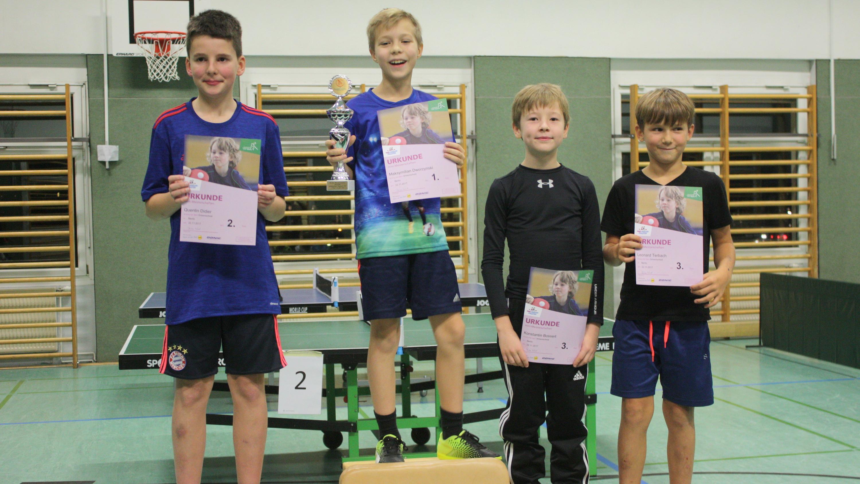 Siegerehrung der Jungen (07/08): 1. Maks, 2. Quentin, 3. Konstantin und Leonard