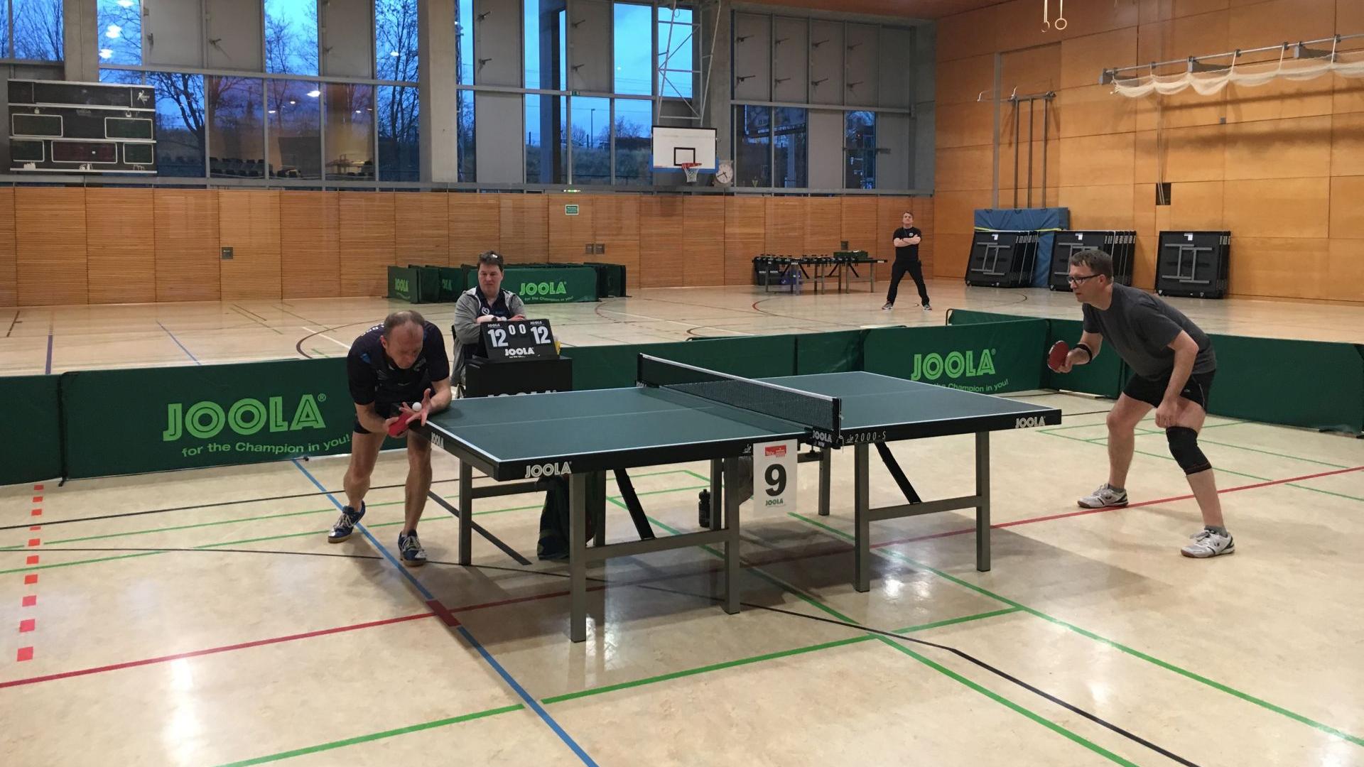 Finale BEM Senioren Ü40: J. Hermann (Hertha BSC, links) und Thomas (Steglitzer TTK), Foto: P. Wode