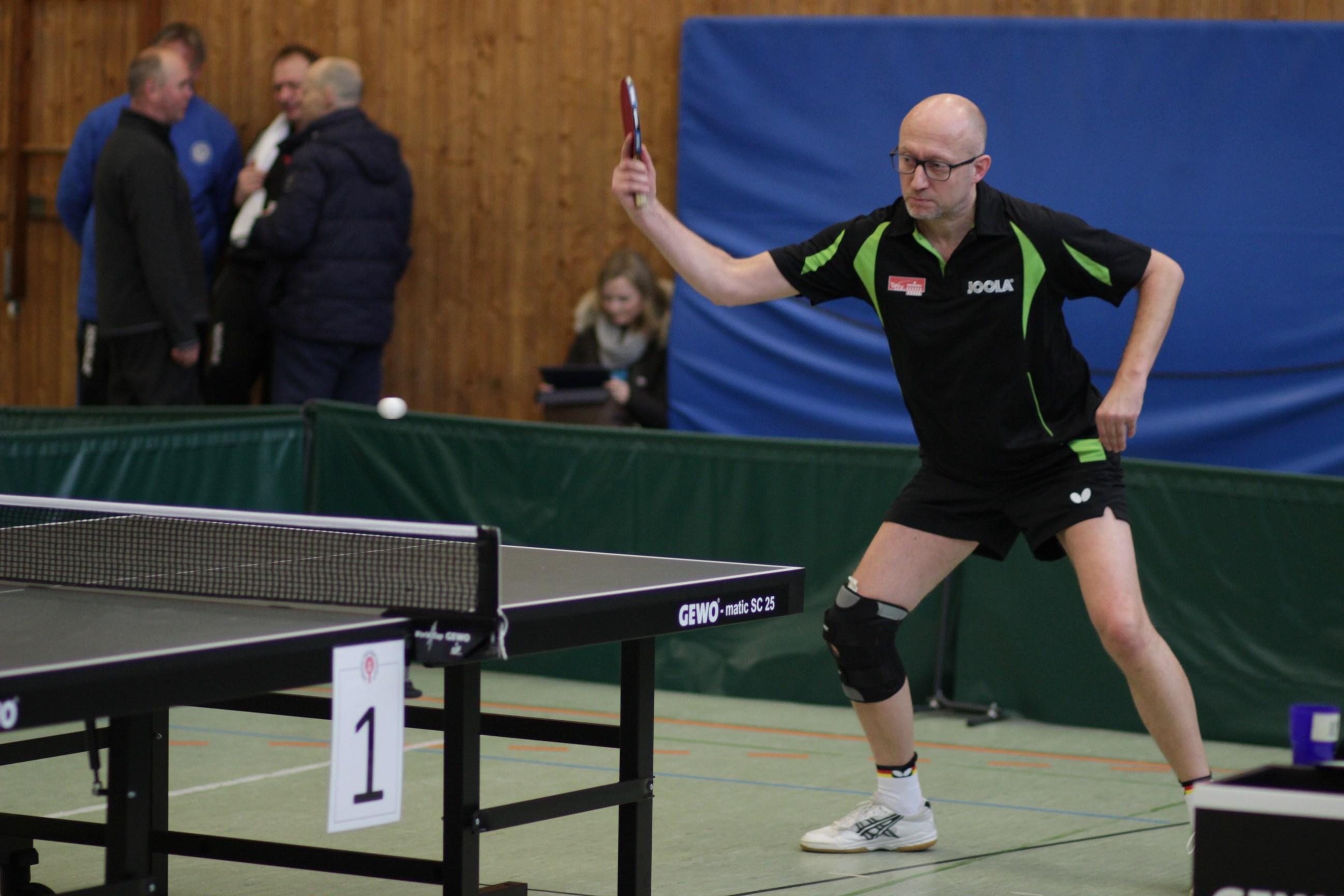 Peter Wode wurde mit einem Sieg in der Vorrunde im Einzel Ü 50 Gruppendritter. Im Doppel kam er bis ins Viertelfinale.