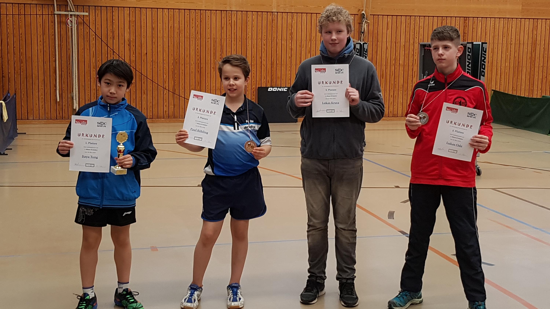 Siegerehrung der 1. Klasse der B-Schüler: 1. Platz für Jiayu (1. von links). Foto: M. Franke