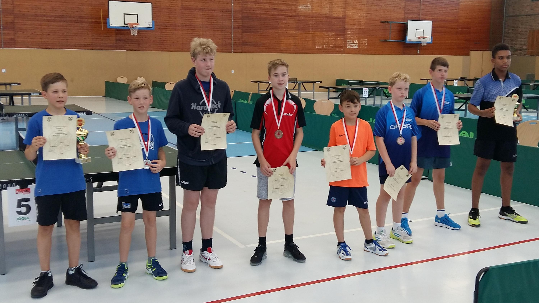 Felix (4. v. l.) holt die Bronzemedaille in der 3. Klasse Jungen (Foto: J. Huth)