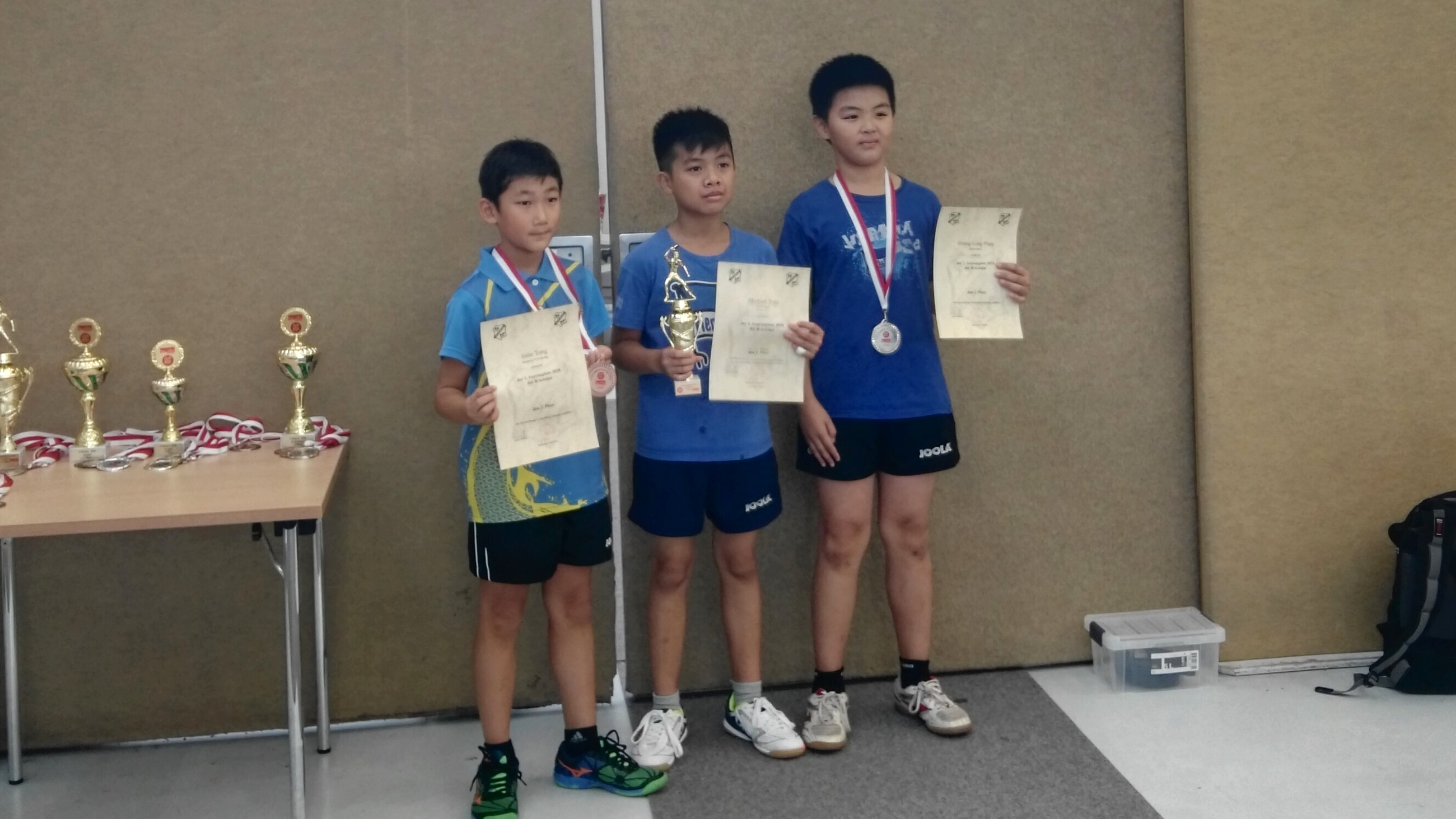 Siegerehrung Vorrangliste (1. Klasse) der B-Schüler: Jiahe (links) holt Bronze (Foto: Y. Tong)