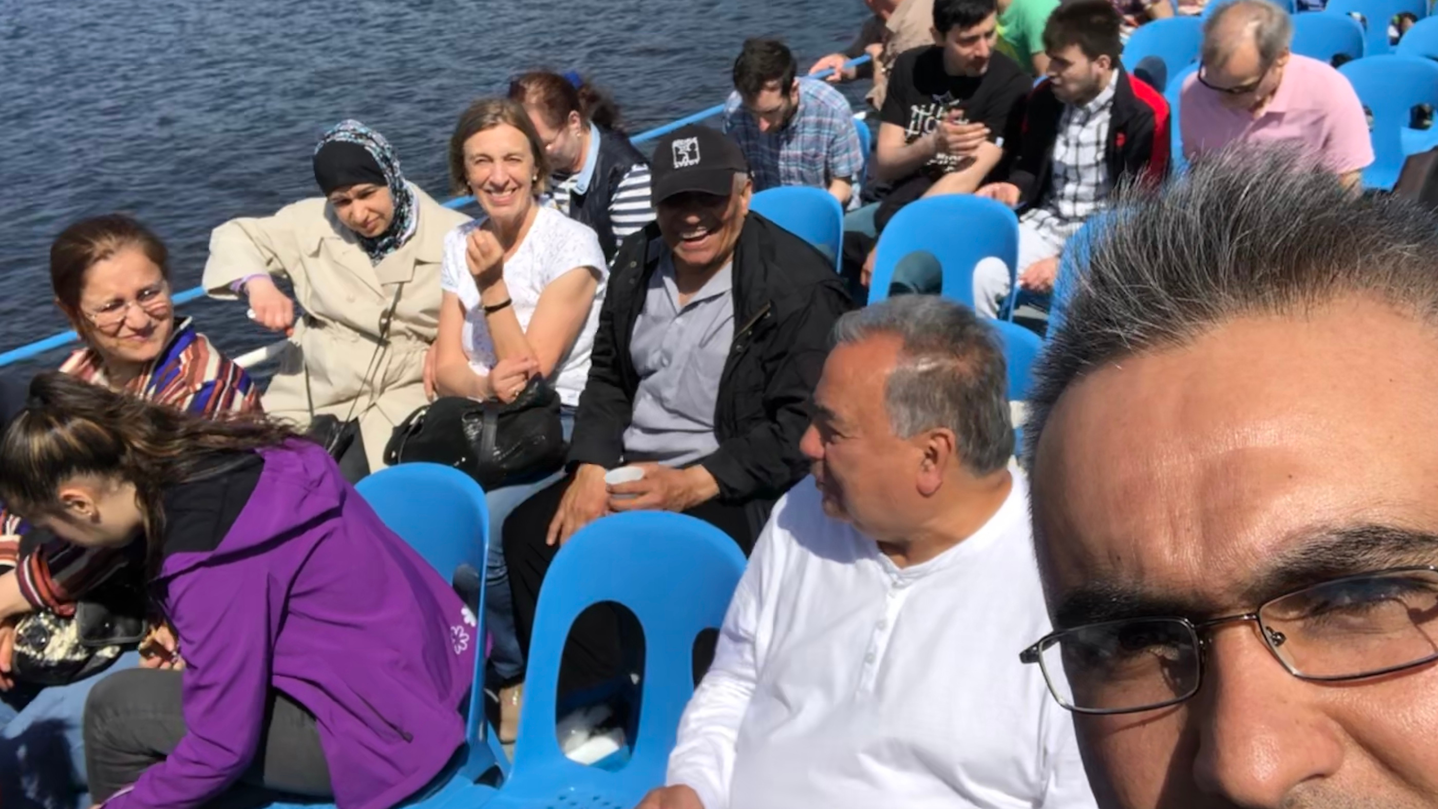 Ein Teil der Flüchtlingsgruppe auf dem Schiff